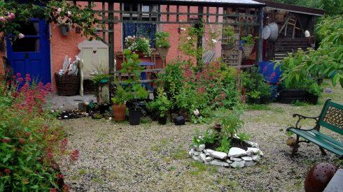 Bealtaine Cottage veranda and courtyard