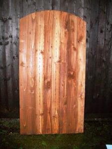 CLOSEBOARD FULLY FRAMED ARCHED TOP GATE (3)
