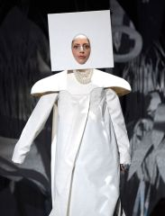 Lady-Gaga-performing-at-the-2013-MTV-Video-Music-Awards-2224884