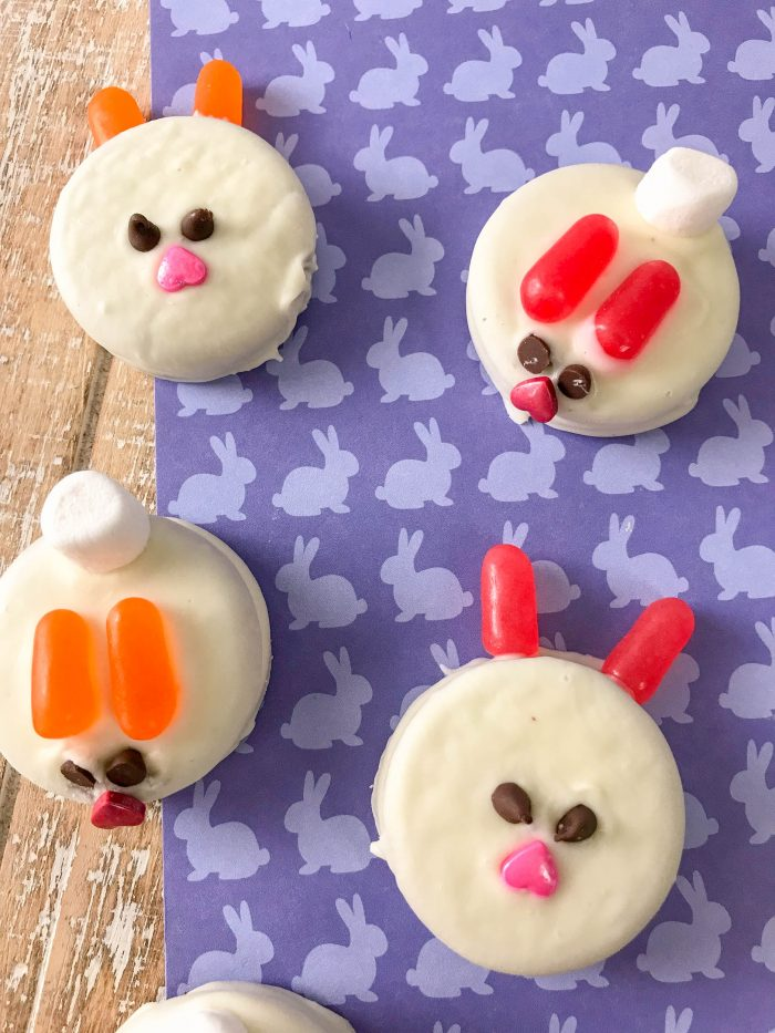 Cute Bunny Oreo Recipe for Spring, barnyard birthday party theme, or Easter dessert! Simple to make and sure to be a big hit for any family and kid event!