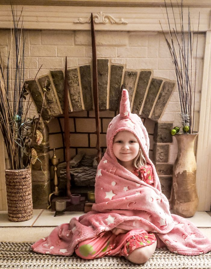 This comfy glow in the dark unicorn blanket is perfect for snuggling, sleepovers & pretend! Fun for children of all ages! Uses a UV Flashlight to activate, which is also included!