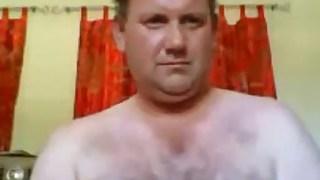 Aussie daddy bear wanking