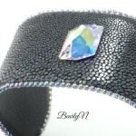 BearlyN-bracelet galuchat noir poncé et cristal de Swarovski