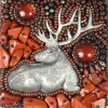 détails broderie pendentif wapiti par BearlyN
