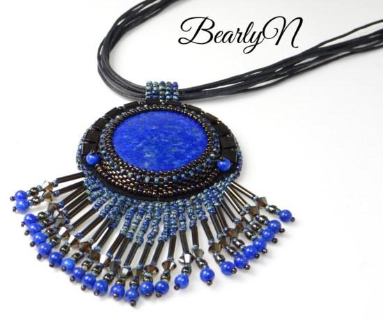 pendentif brodé lapis lazuli