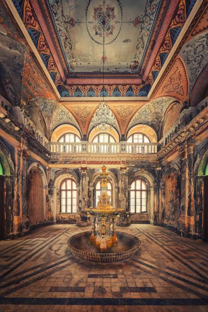 Abandoned (stunning) locations - by Matthias Haker - be artist be art