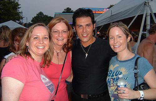 The girls and the best singing Italian Elvis @ Graceland!