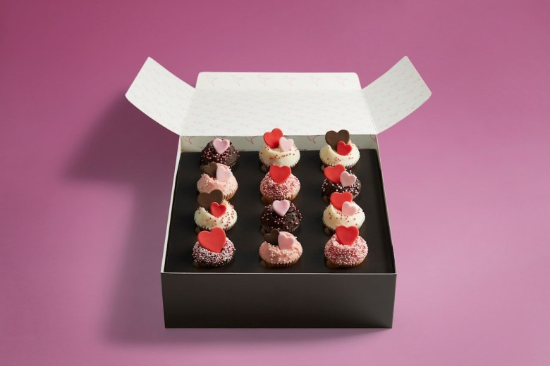 Hummingbird Bakery - Valentine's Day cupcakes