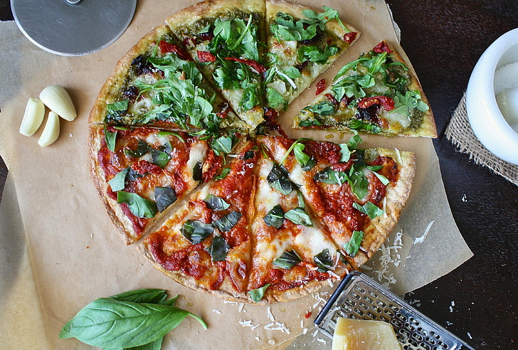 pizza-garlic-cutting-board-pizza-cutter-preview