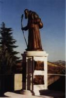 Monumento al Beato Bernardo opera dello scultore Aldo Sergiacomi