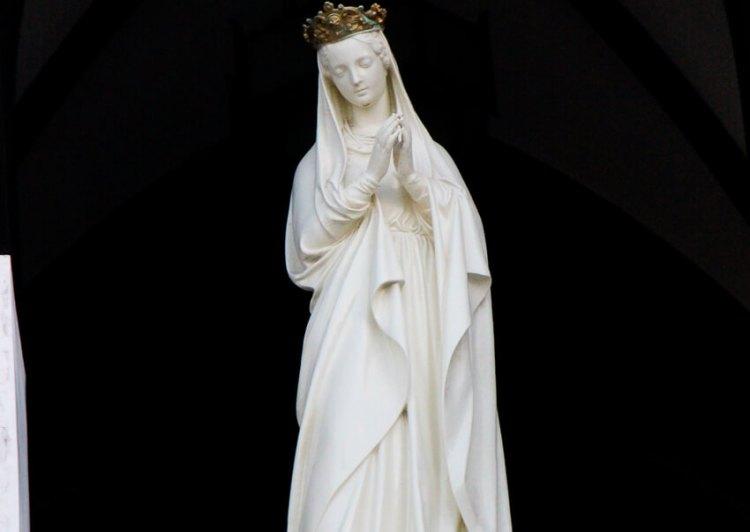 日本之聖母像。潜伏キリシタンが大勢いたことが全世界に伝わった時に、フランスから贈られたものです。