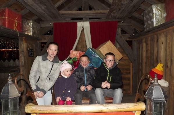 le Hameau du Père-Noël_mont_sion
