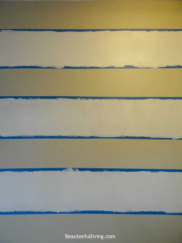 Foyer wall horizontal stripes