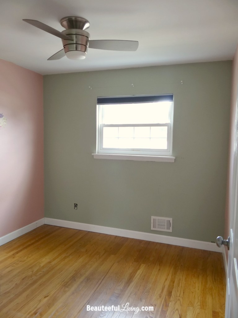 Small Bedroom - Entry view