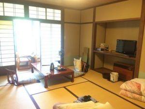 300x225 - 湯沢町の秘湯「貝掛温泉」