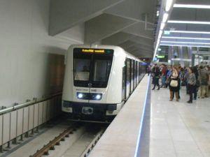 Budapest metro4 300x225 - [:ja]北朝鮮の地下鉄に乗るならハンガリーの首都ブダぺストへ[:en]北朝鮮[:]
