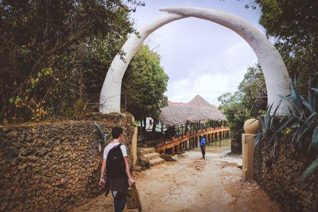 moniquedecaro-kenya-chale-island-003
