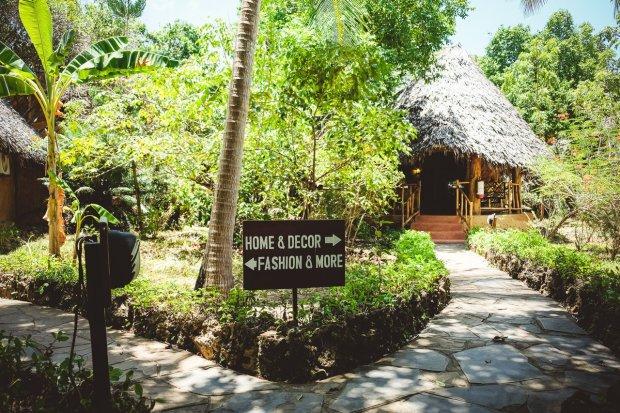 moniquedecaro-kenya-chale-island-092
