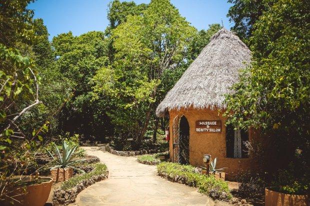 moniquedecaro-kenya-chale-island-094