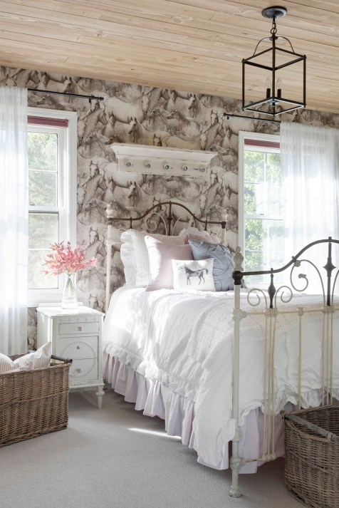 white farmhouse girls bedroom decor ideas