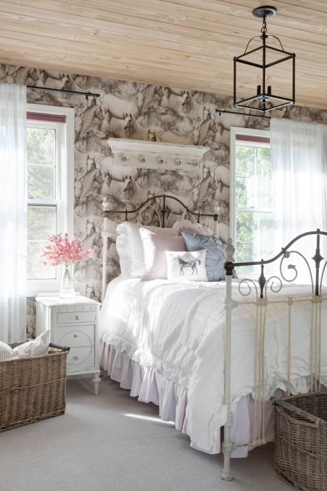 white farmhouse girls bedroom decor ideas