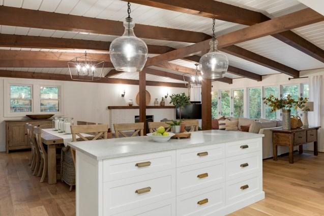 California Rustic Kitchen Island Design Ideas