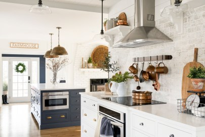 country kitchen open shelving