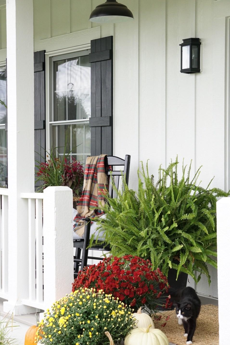 farmhouse front porch fall decor