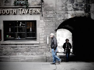 Tolbooth Tavern's next customers - Edinburgh Scotland - by Anika Mikkelson - Miss Maps - www.MissMaps.com