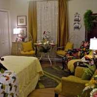 """Room to Bloom!"" Guest Blogger at ""Living Large in Small Spaces"""