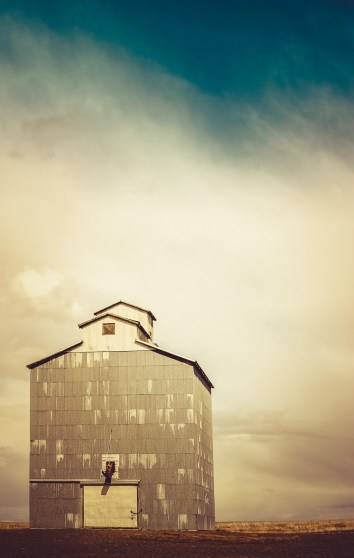 Vintage grain elevator abandoned in eastern Washington