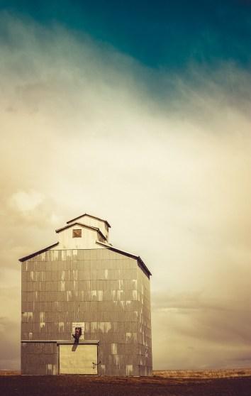 Vintage grain elevator abandoned in eastern Washington