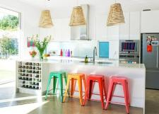 cool-kitchen-update-with-glossy-white-cabinet-and-vivid-island-stool-colors-kitchen-kitchen-designs-fancy-elegant-neutral-cream-black-and-green-shade-kitchen-design-with-amazing-clean-black-marbl