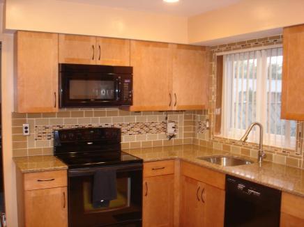 unique-champagne-glass-subway-tile-kitchen-backsplash-exciting-backsplash-tile-with-unique-pattern-with-interesting-glass-mosaic-kitchen-backsplash-pictures-kitchen-images-white-kitchen-mosaic-ba