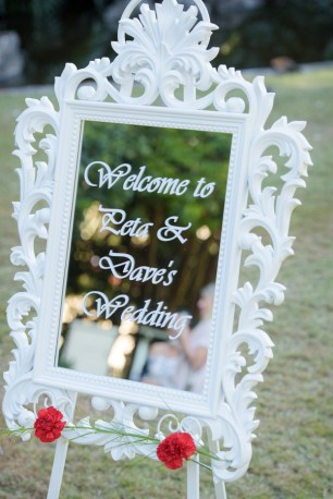 Peta-&-Dave-city-botanic-gardens-wedding-ceremony-styling-white-welcome-sign-frame-mirror