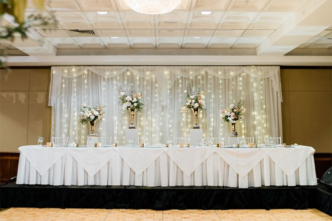 Samantha-&-Jordan-city-botanic-gardens-royal-on-the-park-hotel-wedding-plinths-gold-urn-fresh-flower-florals