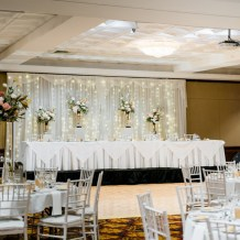 Samantha-&-Jordan-royal-on-the-park-hotel-wedding-reception-styling-bridal-fairylight-backdrop-plinths-gold-urn-fresh-flower-florals