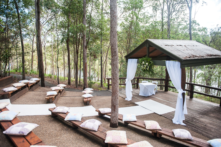 walkabout-creek-wedding-ceremony-styling-lakeview-arbour-draping-cushions-white-carpet