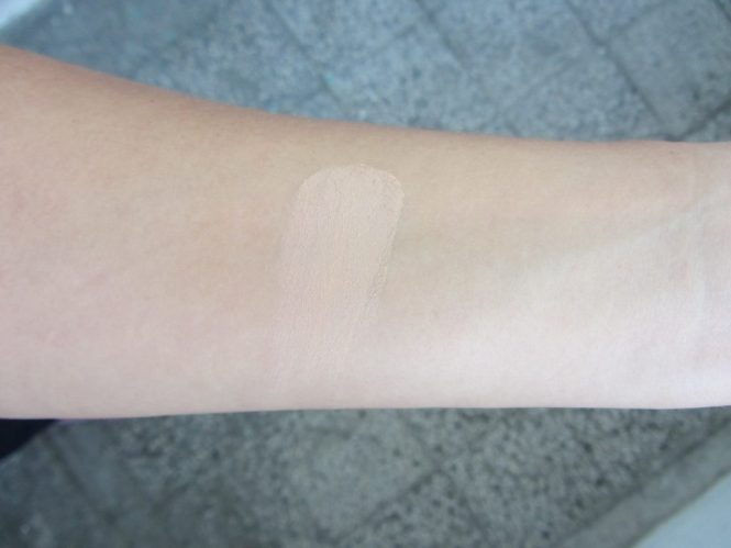 kiko-weightless-foundation-powder swatch