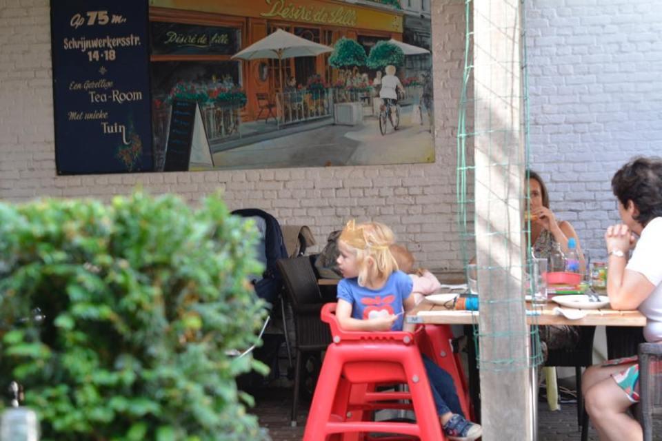 アントワープ 女子旅 ワッフル カフェ