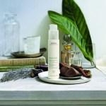アヴェダから、新時代の美容習慣を提案するハンド用美容液「ナイト リニューアル セラム」が登場