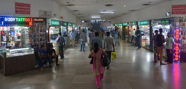 palika-bazaar-shopping-place-in-delhi