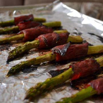 ROASTED ASPARAGUS WRAPPED IN CRISPY PASTRAMI