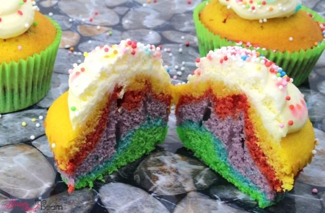 Beauty and the beam   Regenbogen Cupcakes [Rezept] 4