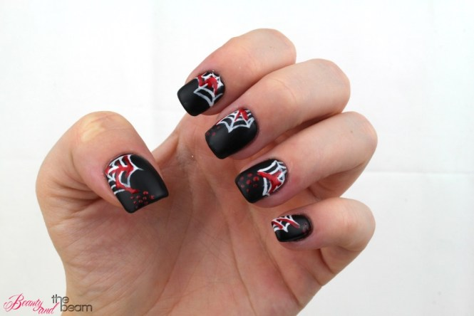 halloween-nageldesign-blutige-spinnenweben-3