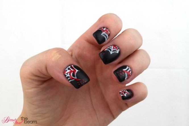 halloween-nageldesign-blutige-spinnenweben-4
