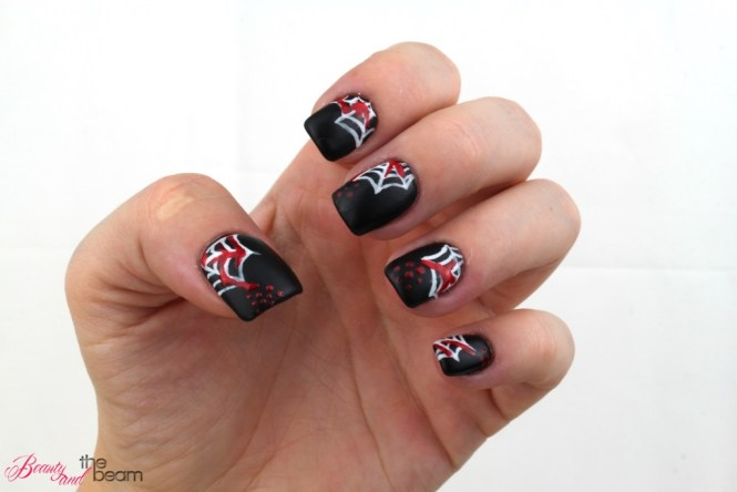 halloween-nageldesign-blutige-spinnenweben-5