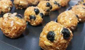 Maple Blueberry Oatmeal Energy Bites