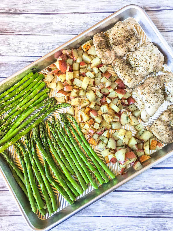sheet pan meal with chicken, asparagus and potatoes