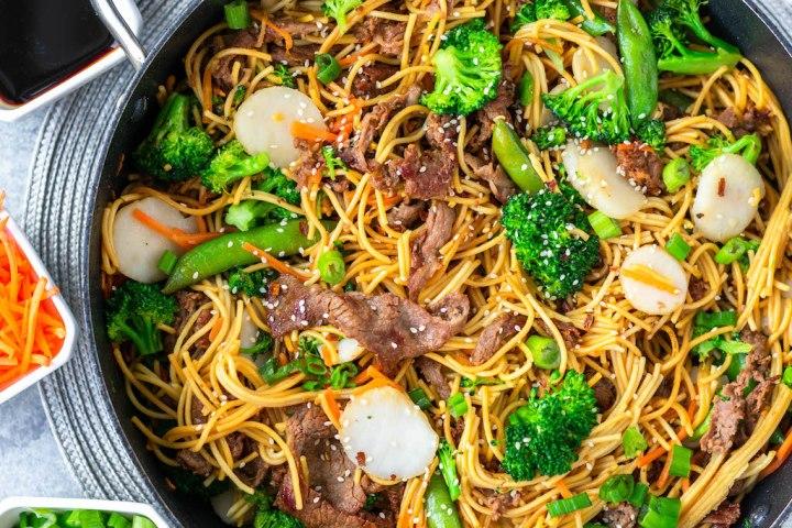 gluten-free beef chow mein skillet